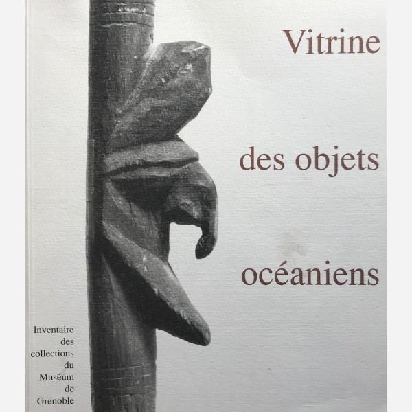 Vitrine des objets océaniens